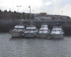 UFloozy, Odyssey, Another Knot & Sentosa wait for the bridge lift