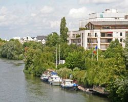 Rueil's moorings enjoy a leafy location next to a modern development