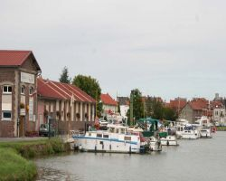 Bow-to pontoons at Chauny Halte Plaisance
