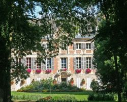 Dormans' Tourist Office enjoys a prestigious chateau location
