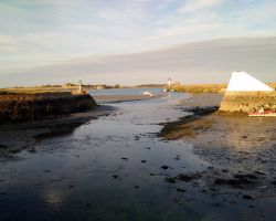 St Vaast entrance dries at low water!
