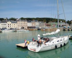 St-Valerie-en-Caux-visiting-boat-small