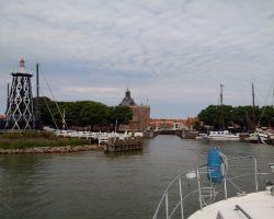 Entering Enkhuizen Buitenhaven