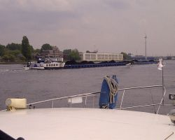 Extra long pusher barge on the Amsterdam NordZeeKanaal