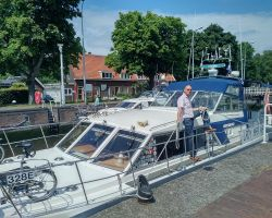 Supervising LadyMartina at the Willemsluizen Sluis providing access fron the Noodhollandsch Kanaal to the Noordzeekanaal